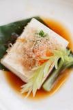 Hiyayakko: Zimna Tofu sałatka z Katsuobushi Suszył, Fermentujący i Dymiący Skipjack tuńczyk, Fotografia Royalty Free