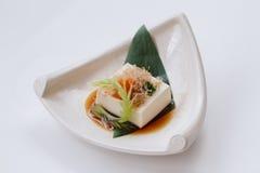 Hiyayakko: Zimna Tofu sałatka z Katsuobushi Suszył, Fermentujący i Dymiący Skipjack tuńczyk, Zdjęcia Stock