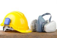 Hjälm för hård hatt och gasrespirator Arkivbild