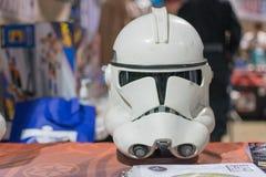 Hjälm för Star Wars stormmilitärpolis på skärm Arkivbilder