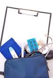 hjälp den första läkarundersökningseten Fotografering för Bildbyråer