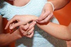Hjälpkläder armbanden Royaltyfria Foton