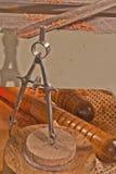 Hjälpmedel av handeln--Formulera kompass- och drejbänkstämjärn Royaltyfri Bild