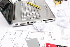 Hjälpmedel för byggnadsritningar Arkivfoton
