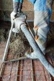 Hjälpmedel för konkret pump i handling Royaltyfri Fotografi