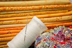 Hjälpmedel för patchwork i gul closeup Arkivbilder