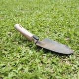 hjälpmedel för skyffel för gräs för trädgård 3d bild isolerat Royaltyfri Bild