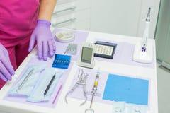 hjälpmedel för tandläkare s Arkivbild