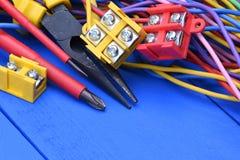 Hjälpmedel och del- sats som används i elektriska installationer Fotografering för Bildbyråer