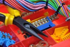 Hjälpmedelask med elektriska hjälpmedel och delar Arkivfoton