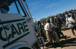 Hjälpmedelfördelning i förflyttat folk campar, Angola Royaltyfri Bild