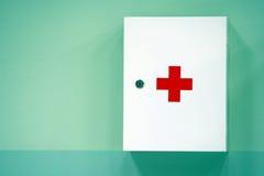 hjälpmedelskåp första Arkivbild