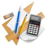 Hjälpmedeluppsättning för utbildning, blyertspenna, penna, räknemaskin, linjaler och gummi stock illustrationer