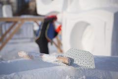 Hjälpmedlet för konstruktion av snöskulpturer Arkivfoto