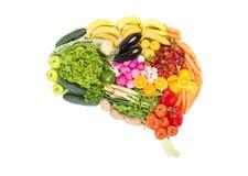 Hjärna som göras ut ur isolerade frukter och grönsaker på vit Royaltyfri Bild