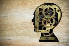 Hjärnmodell som göras från rostiga metallkugghjul Arkivfoto