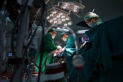 Hjärt- kirurgi med cardiopulmonary förbikoppling Arkivfoto