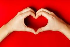 Hjärta av händerna Arkivbild