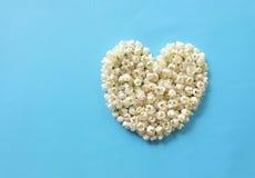 Hjärta av jasminblommor Arkivfoto