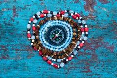 Hjärta av pärlor med kompasset Royaltyfri Foto
