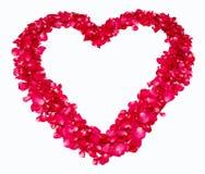 Hjärta av röda rose petals Arkivbild