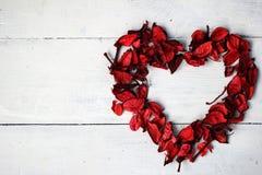 Hjärta av rosa Petals Arkivbilder