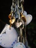 Hjärta av stål med en kedja och en hänglås Royaltyfria Foton