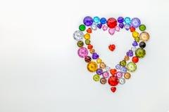 hjärta dekorerade med färgrika diamanter för valentindag Arkivbilder
