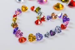 hjärta dekorerade med färgrika diamanter för valentindag Arkivfoto