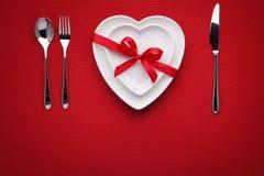 hjärta för gåvan för dagen för begreppet för den blåa asken för bakgrund isolerade begreppsmässig valentiner för quill för smycke Royaltyfri Fotografi