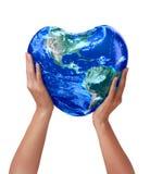 hjärta för jord 3d i händer Royaltyfri Fotografi