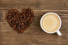 hjärta för kaffekopp Kopp kaffe- och kaffehjärta Arkivbilder