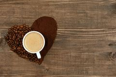 hjärta för kaffekopp Kopp kaffe- och kaffehjärta Arkivfoton