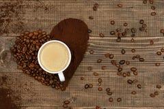 hjärta för kaffekopp Kopp kaffe- och kaffehjärta Arkivfoto