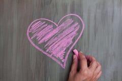 Hjärta för kritateckning arkivbild