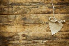 Hjärta för papper för hantverk för dag för valentin` s Royaltyfria Bilder