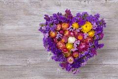 Hjärta formad blommakrans Fotografering för Bildbyråer