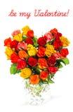 Hjärta formad bukett av färgrika blandade rosor Royaltyfri Fotografi