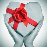 Hjärta-formad gåva Royaltyfri Bild