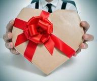 Hjärta-formad gåva Royaltyfri Fotografi