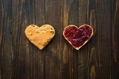 Hjärta formad smörgås för jordnötsmör fotografering för bildbyråer