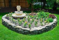 Hjärta formad stenträdgård Arkivfoton