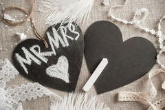 Hjärta formad svart tavlaetikett arkivfoton