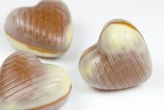 Hjärta-formade choklader arkivbild