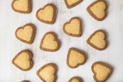 Hjärta-formade kakor för dag för St-valentin` s Arkivbilder