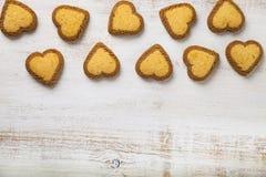 Hjärta-formade kakor för dag för St-valentin` s Royaltyfri Bild