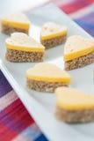 Hjärta formade ostsmörgåsar Royaltyfria Bilder