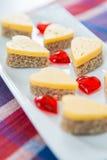 Hjärta formade ostsmörgåsar Royaltyfria Foton