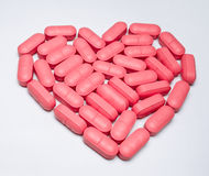 Hjärta formade pillen Royaltyfri Bild