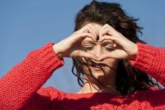Hjärta formar gjort av en härlig ung kvinna Fotografering för Bildbyråer